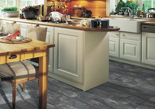 Best laminate flooring pros cons reviews and tips for Laminate kitchen flooring pros and cons