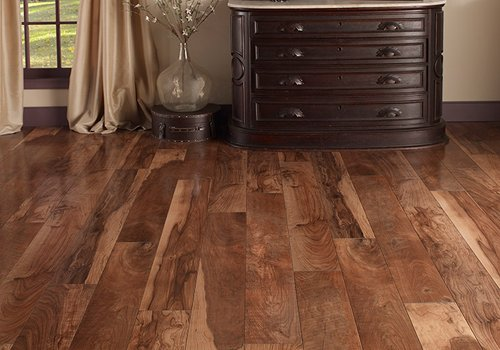 Best laminate flooring pros cons reviews and tips for Laminate flooring reviews