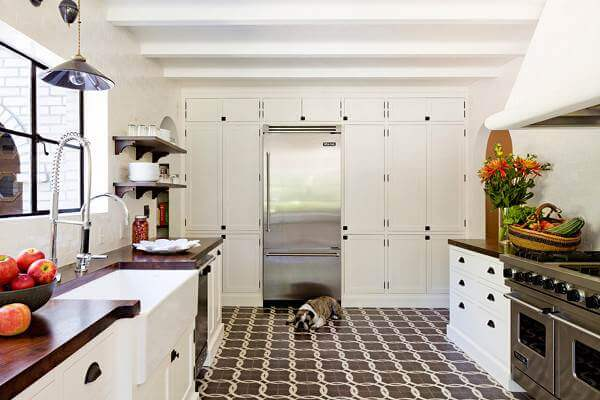 These Chain Pattern Encaustic Tiles Add Interest To This More Clic Farmhouse Style Kitchen