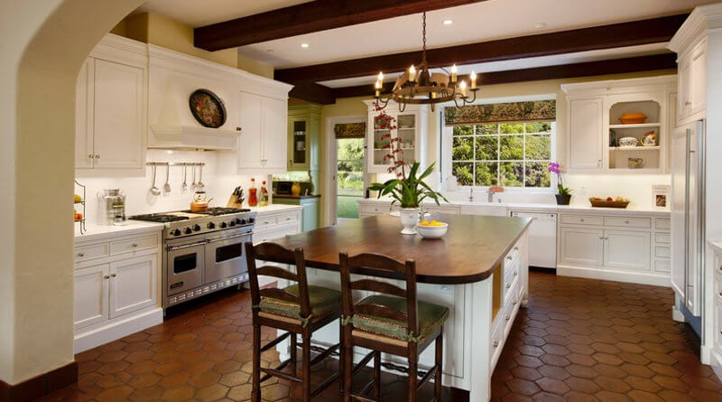 30 kitchen floor tile ideas designs and inspiration 2016 for Kitchen flooring trends